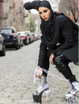 muslim-model-demonstrates-how-dress-fashionably-yet-modestly
